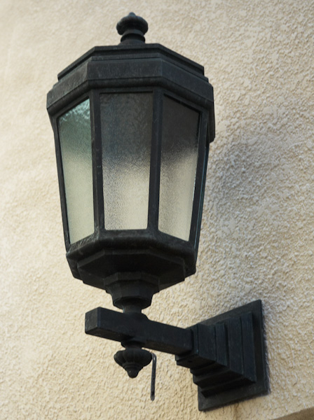 Duntroon Wall Mounted Bronze Lamp