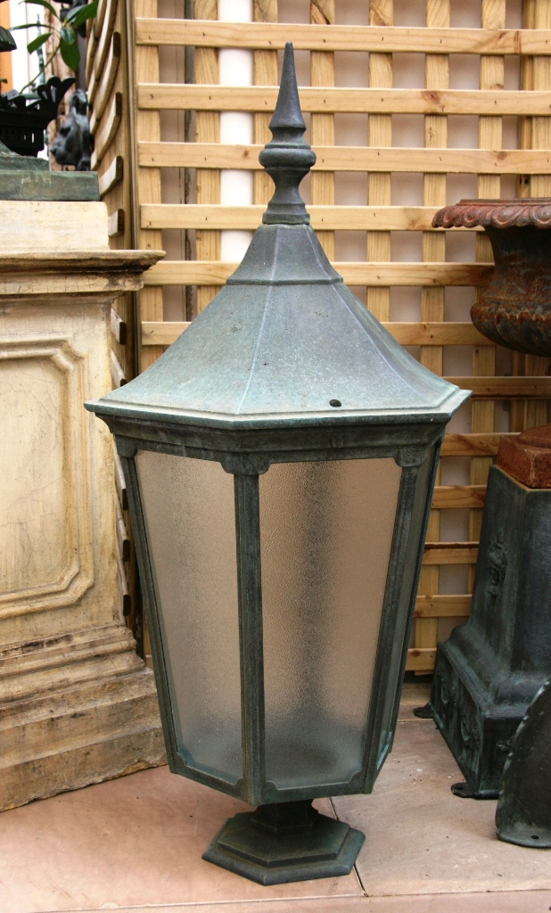 Milan Post Mounted Bronze Lamp
