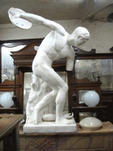 Greek statue depicting discus thrower