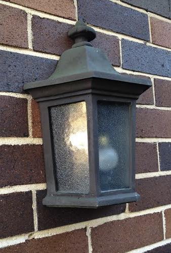 Carriage Bronze lantern with flat base